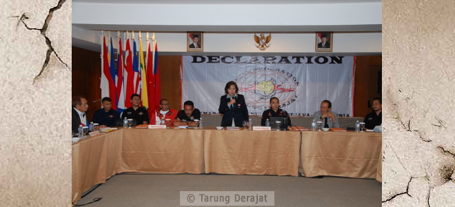 A speech Mrs. Rita Subowo as Chairman of KOI, promised to help the utmost Tarung Derajat development especially in Southeast Asia, and hope this sport can be grown not only in Southeast Asia but also in the Asian continent